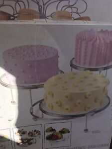 Wiltons cake and cupcake stands