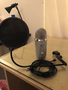 Blue yeti USB condenser microphone with pop filter and cord