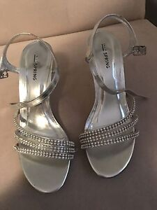 High heels for sale!! SIZE 6! BRAND NEW