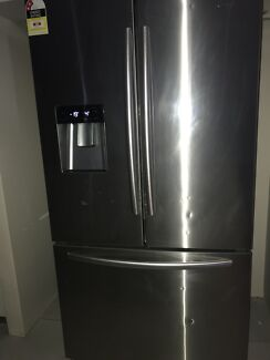 Hisense 630L fridge and freezer