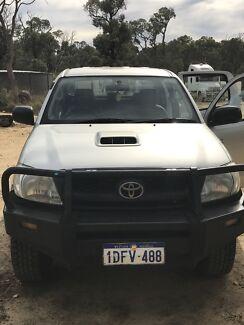 2010 Toyota Hilux SR (4 x 4) turbo diesel