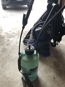 Lawn sprayer for liquid distribution for weeds