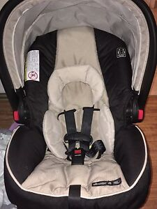 Graco Snug and Ride 35 infant carseat