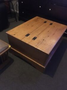 Solid wood coffee table *STORAGE INSIDE*