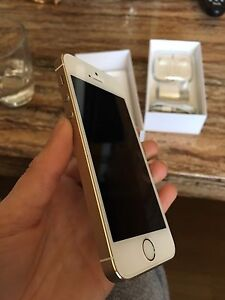Brand new iPhone 5s Gold 16gb Bell!