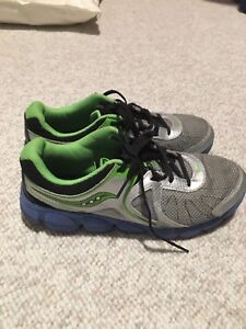 Size 6 men's Saucony shoes