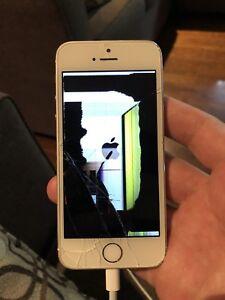 iPhone 5S 16GB Silver (broken screen)