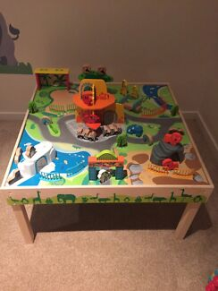 Imaginarium Zoo Table in great condition