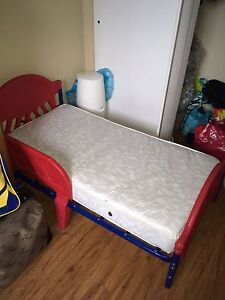 Toddler bed with mattress and sheet excellent condition