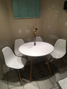 Structube Modern dining table