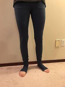Alo yoga pants designed in Los angelos (blue)