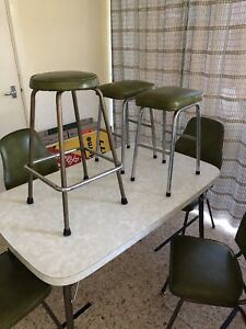 70's STYLE KITCHEN TABLE AND CHAIRS