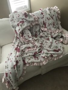 Simply Shabby Chic King-Size Blanket