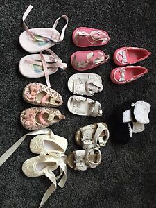 Size 3 baby shoes & hats