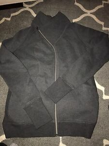 Grey Lululemon Sweater Sz 10 in excellent condition