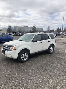 2010 FORD ESCAPE FULLY LOADED ( CERTIFIED)