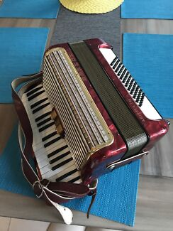 Hohner Arietta IM piano accordion