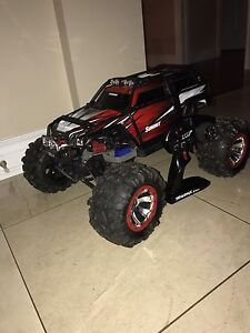 Brand new only driven a few times traxxas summit ID