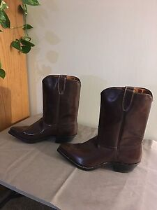 Never worn - Boulet Leather Cowboy Boots