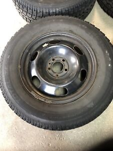 Winter tires on Volvo wheels for sale: Motomaster 225 70 R16