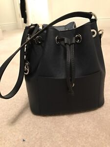 MICHAEL KORS BUCKET BAG (AUTHENTIC)