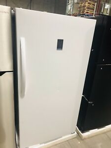 "INSIGNA 30"" UPRIGHT FREEZER **NEW OPEN BOX**"