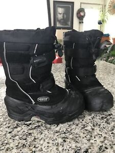Girls size 13 Baffin boots