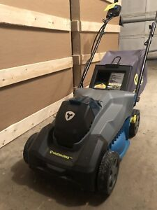 LAWNMOWER FOR SALE! Yardworks cordless lawn mower!