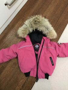 Adorable Summit Pink Canada Goose EUC