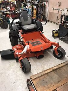 Husqvarna MZ52 zero turn lawn mower