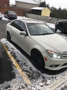 2010 Mercedes Benz C300 low km