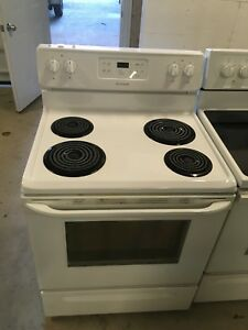 Mint frigidaire white coil top stove only afew months old