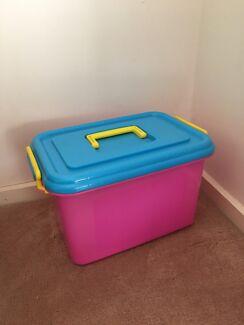 Pink empty box