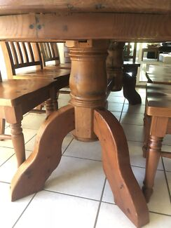 Wanted: Dining table 9 piece Colonia style