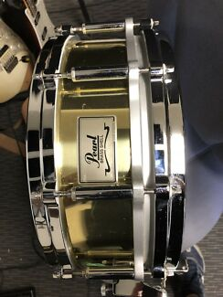 Pearl brass free floater snare