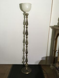 VINTAGE BRASS STANDARD LAMP WORKING 1530 H