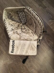 Reebok L9 IN Goalie glove