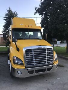 2012 DayCab. CASCADIA DAYCAB TRUCK VERY LOW KMS