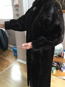 FOR SALE 4 FUR COATS MINK,( vison )SIZES SMALL/MED/ML