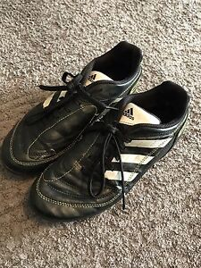 Adidas boys football boots size 3US Underdale West Torrens Area Preview