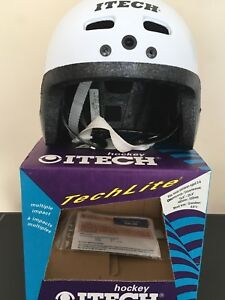 White hockey helmet for 2-5 ages