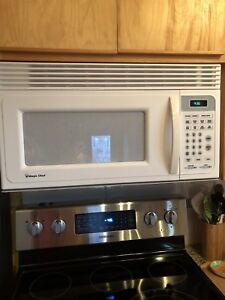 Magic Chef Microwave, white