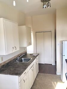 Capilano Area 1 bdr $745 Half April and March free