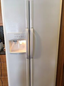 Fridgidaire Fridge and Stove