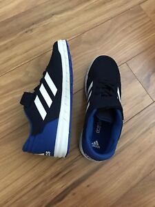 Adidas shoes size 4 youth