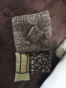 Queen leopard print bedspread
