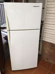Westinghouse 364 L frost free fridge freezer Bexley Rockdale Area Preview
