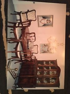 Gorgeous Dining Room Set in Mint Condition