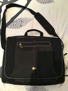 Case Logic 17 inch Laptop Messenger Bag
