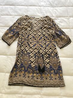 Lily Whyt Size Small Dress